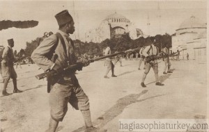 Senegalese soldiers in the ranks of the French army are practicing in front of Hagia Sophia. Le Miroir, November 9, 1919.